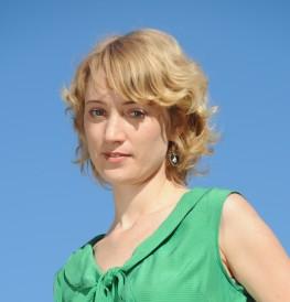 Author Meg Mundell - photo credit amanda soogun